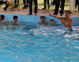 """""""Bể bơi 700 triệu bỏ không"""" đi vào hoạt động, phục vụ học sinh vùng biên"""