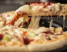 Đổ xô đi xăm logo hãng pizza để được ăn miễn phí trọn đời