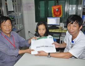 Gần 105 triệu đồng đến với cô bé Sung Thị Nhia bị tim và rò mủ xương