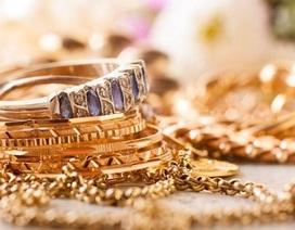 """Đám trộm """"cuỗm"""" xong 21 tỷ đồng đồ trang sức, bảo vệ vẫn không biết gì"""