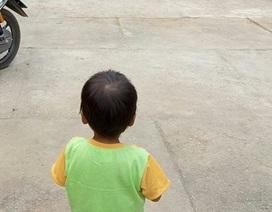 Vụ cháu bé ngủ co ro ngoài đường: Mẹ đẻ từ chối nuôi con vì gia đình 'mới' quá nghèo?