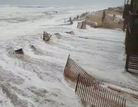 """Siêu bão """"quái vật"""" Florence bắt đầu đổ bộ vào Mỹ"""