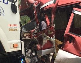 Tài xế tử vong, mắc kẹt trong cabin khi xe 7 chỗ tông trực diện xe tải