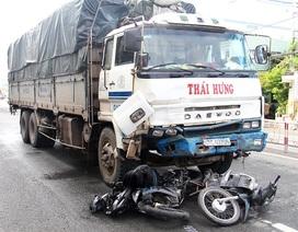 Xe tải tông 8 xe máy, 10 người bị thương