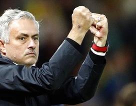 """Hạ gục """"hiện tượng"""" Premier League, Mourinho vẫn… không vui"""
