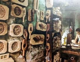 Độc đáo nghề làm khuôn gỗ giữa phố cổ mùa trông trăng