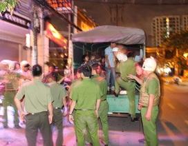 Công an bao vây quán bar, đưa 80 dân chơi về trụ sở kiểm tra ma tuý