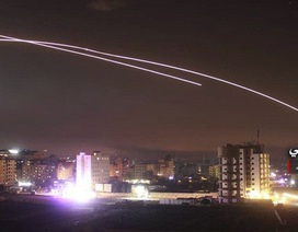 Syria nói Israel trút tên lửa tấn công thủ đô giữa lúc căng thẳng