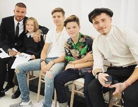 Cả gia đình tới cổ vũ show diễn của Victoria Beckham