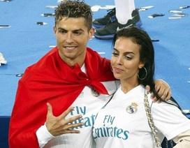 """Bạn gái xinh đẹp truyền lửa giúp C.Ronaldo """"khai hỏa"""" tại Juventus"""