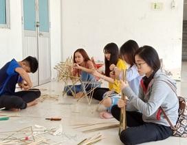 Sinh viên làm hàng nghìn lồng đèn Trung thu truyền thống tặng trẻ em