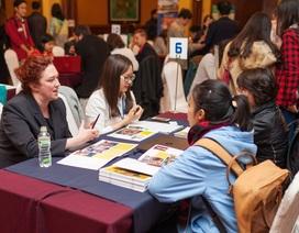 Lãnh sự quán Mỹ trực tiếp hướng dẫn visa tại Triển lãm Du học 45 trường Mỹ-Canada