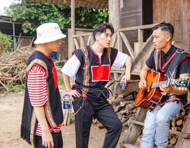"""Châu Đăng Khoa bản lĩnh soán vị trí rapper của Karik trong """"Người lạ ơi"""" bên nhà sàn Tây Nguyên"""