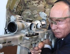Tổng thống Putin trổ tài bắn tỉa với súng trường hiện đại