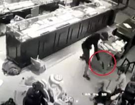 Thu được súng tại hiện trường vụ cướp tiệm vàng ở Sơn La