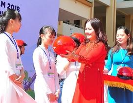 2.000 học sinh Quảng Trị được tặng mũ bảo hiểm