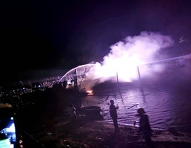 Tàu cá cháy rụi khi đang neo đậu tại âu thuyền