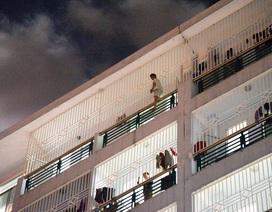 11 giờ đu bám trên tầng 7, người đàn ông tuột tay và... thoát chết thần kỳ