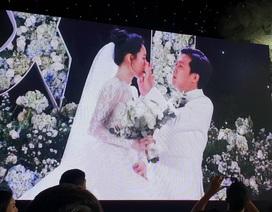 Trường Giang lau nước mắt cho Nhã Phương trong hôn lễ
