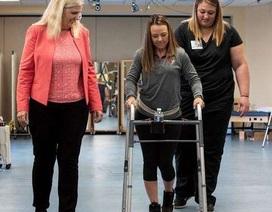 2 người bị liệt đi lại được nhờ liệu pháp đột phá