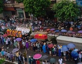 Người dân quê nhà đứng kín các ngả đường chờ đón Chủ tịch nước Trần Đại Quang