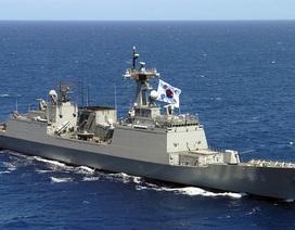 """Tàu chiến Hàn Quốc tránh bão trên Biển Đông, Trung Quốc """"nổi đóa"""""""