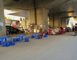 Gầm cầu đường sắt Cát Linh - Hà Đông bị chiếm dụng làm bãi xe, hàng quán