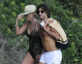 Sharon Stone đi nghỉ mát cùng bồ trẻ