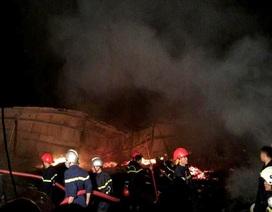 Hơn 5 tiếng chìm trong biển lửa, xưởng gỗ 1.200m2 bị thiêu rụi