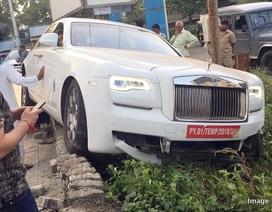 Vừa mua xe Rolls-Royce, chưa kịp lấy biển đã gây tai nạn