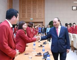 """Thủ tướng: """"Cầu thủ quốc tế đều có lúc đá ra ngoài, đâu chỉ mình Quang Hải"""""""