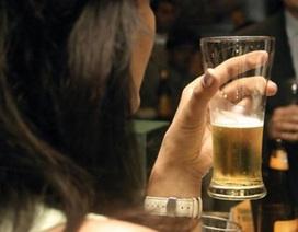 Con gái uống bia rượu là hư?