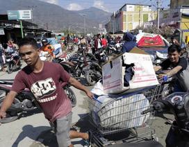 Cạn kiệt lương thực, người Indonesia đổ xô tới siêu thị sau động đất