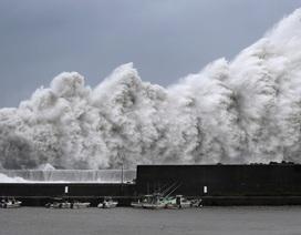 Bão mạnh nhất 25 năm đổ bộ Nhật Bản, 1 triệu người được khuyến cáo sơ tán