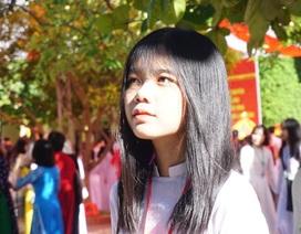 Ngắm tà áo dài trắng tinh khôi của nữ sinh trường giàu thành tích nhất Nghệ An ngày khai giảng