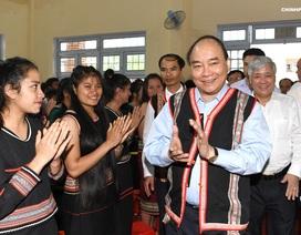 Thủ tướng Nguyễn Xuân Phúc dự lễ khai giảng ở ngôi trường vùng cao của tỉnh Kon Tum