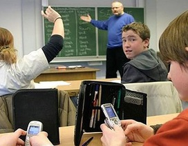 """Pháp """"tiên phong"""" cấm dùng điện thoại di động trong trường học"""