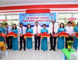 Trường THCS Lương Định Của đón thư viện thông minh F&N trong ngày khai giảng