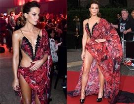 Kate Beckinsale: U50 vẫn khoe thân táo bạo