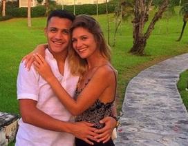 Alexis Sanchez buồn bã nói lời chia tay bạn gái xinh đẹp