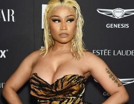 Nicki Minaj khoe ngực khủng