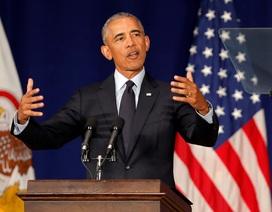 """Ông Obama công kích mạnh mẽ Tổng thống Trump trong bài phát biểu """"tái xuất"""""""