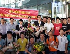 Hân hoan chào đón đoàn học sinh Olympic Tin học quốc tế thắng lợi về nước