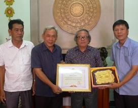 Chủ tịch tỉnh Trà Vinh tặng bằng khen VP báo Khuyến học và Dân trí tại TP. Cần Thơ