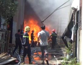 Cháy vựa phế liệu, cơ sở dạy tiếng Anh sơ tán học sinh khẩn cấp