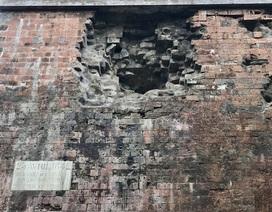 Khám phá bí ẩn vết lõm xuyên 3 thế kỷ trên thành Hà Nội