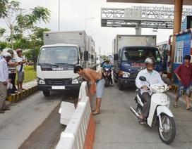 Sau giảm phí, tài xế tiếp tục gây hỗn loạn tại trạm BOT Sóc Trăng