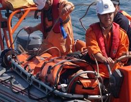 Cứu thuyền viên nguy kịch trên biển