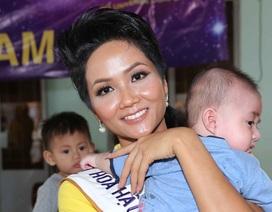 Những hình ảnh đời thường đầu tiên của Hoa hậu Hoàn vũ H'hen Niê