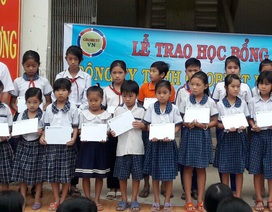 Grobest Việt Nam trao 50 suất học bổng đến học sinh nghèo tỉnh Kiên Giang